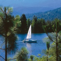 Boating on Lake Siskiyou, photo by Kevin Lahey