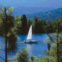 Boating on Lake Siskiyou, photo by Kevin Lahey